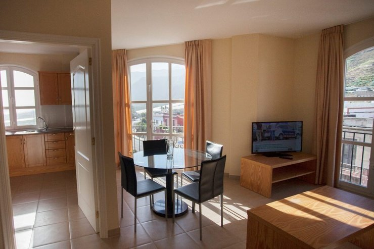 2 bedroom apartment with sea view (2-5 persons) coral los silos hotel