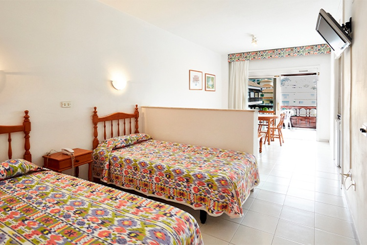 Studio with garden/pool view 2 adults + 1 child coral teide mar hotel puerto de la cruz