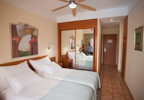 EXTRA COMFORT WITH SEA VIEW AND AIRPORT TRANSFERS INCLUDED