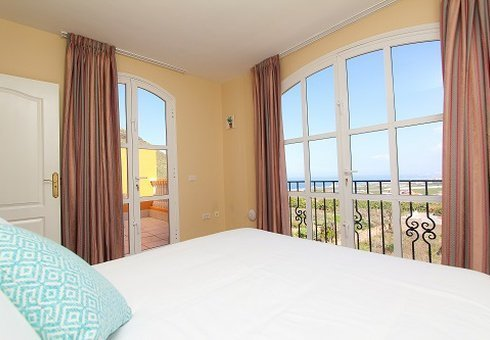 2 BEDROOM APARTMENT WITH SEA VIEW (2-4 PERSONS)