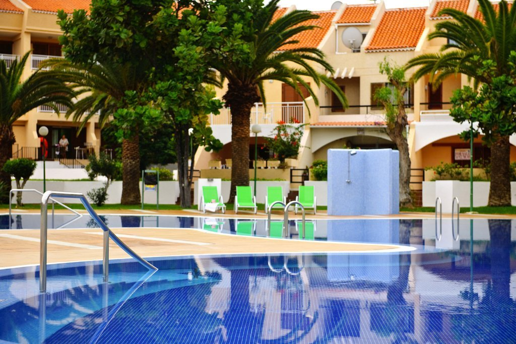 Coral compostela beach hotel services official website for Family garden pool