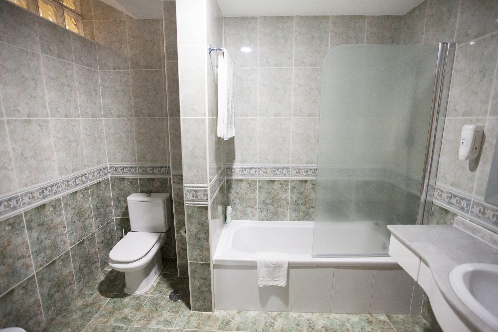 2 BEDROOM APARTMENT WITH PATIO AND SEA VIEW (2-4 PERSONS)