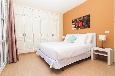 2 BEDROOM APARTMENT WITH PATIO (2-5 PERSONS)
